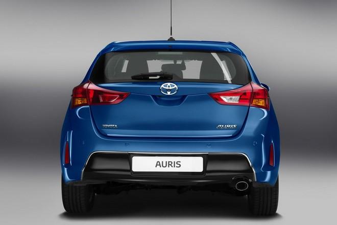 Новая Toyota Auris 2013 — экстерьер, фото 3